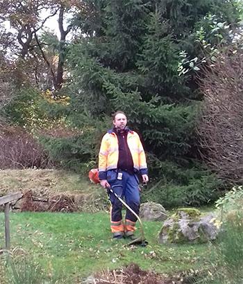 en man i min trädgård